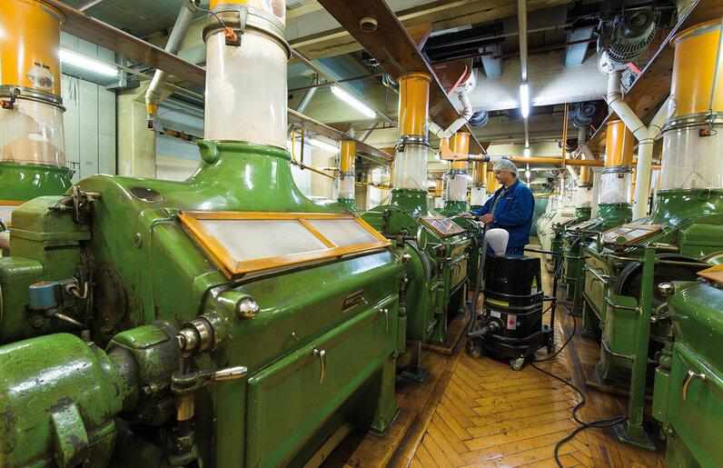 Ruwac Industriesauger DS1400 für den StaubEx-Bereich saugt Mehlstäube bei Aurora in Köln
