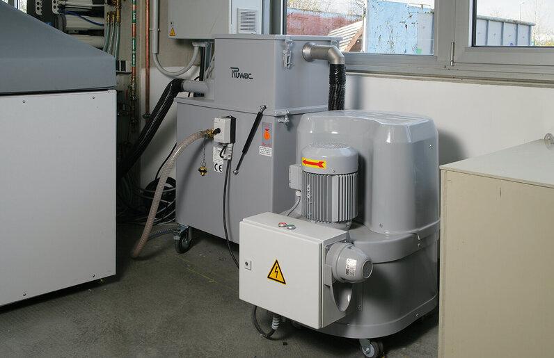 Ruwac Nassabscheider NA250 saugt Wasser-Pulver-Gemische bei Garlock in Neuss.