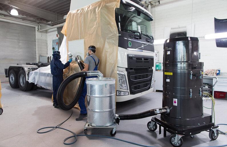 Ruwac Industriesauger DS2520 mit Vorabscheider für den StaubEx-Bereich saugt Lackierstäube und Lackiernebel bei Thedens in Düsseldorf.