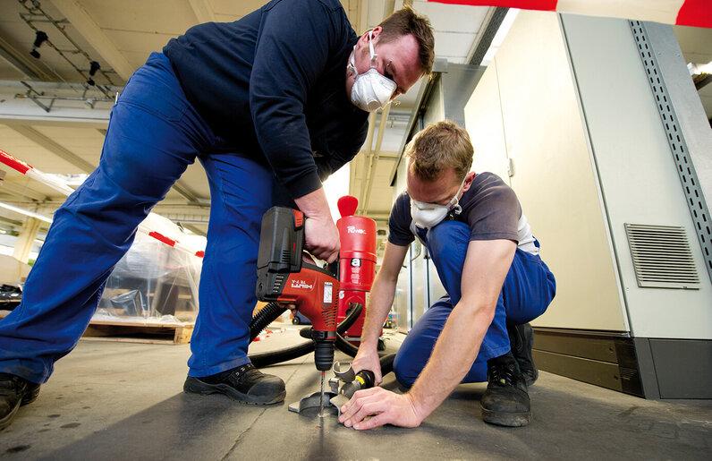 Ruwac Industriesauger mit Drehstromantrieb DS1220 saugt Asbest bei Stüken in Rinteln ab