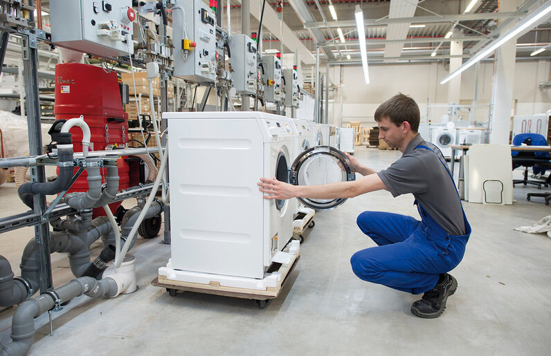 Ruwac Wassersauger WSP200 saugt Wasserreste bei Miele in Gütersloh.