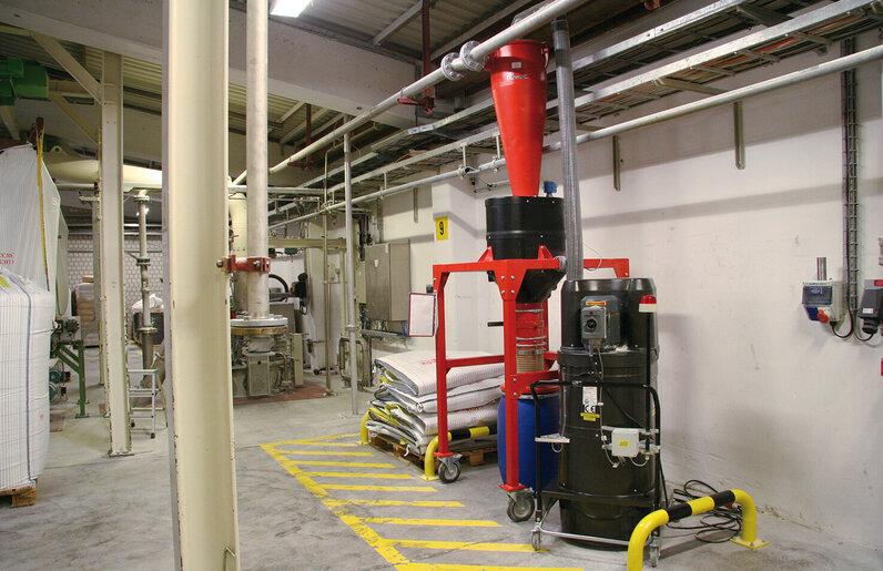 Ruwac Industriesauger DS2521 für den StaubEx-Bereich mit Big Bag saugt Wachsadditive bei Clariant in Gersthofen.
